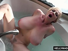 KELLY MADISON All Wet Getting Off in the Bath