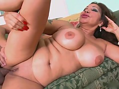 Juicy Latino Mom