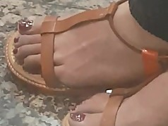Pakistani MILF Candid Feet & Faceshot